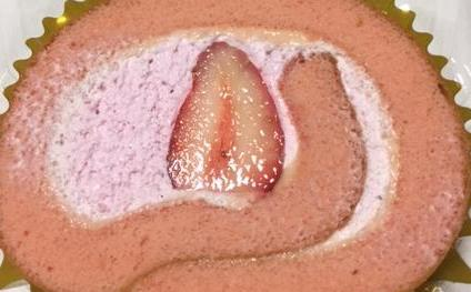 イチゴのロールケーキ(セブンイレブン)を食べてみた【感想・カロリー等】