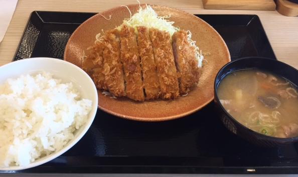 かつやの感謝祭「ロースカツ定食」を食べてみた「野菜もたっぷり!」【感想】