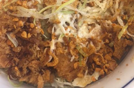 やみつきスパイスのチキンカツ丼(かつや)を食べてみた「ピリ辛カレー味」【感想】