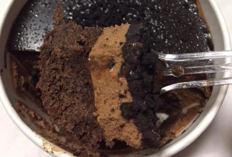 デビルズチョコケーキ(ファミリーマート)を食べてみた「悪魔的な美味しさ!」【感想・カロリー・2017年】