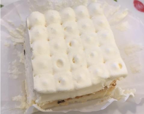 メリンガータ(サイゼリヤ)を食べてみた「サクサクのメレンゲ」【感想・カロリー】