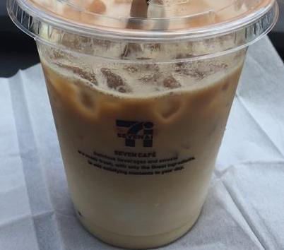 セブンイレブンの新アイスカフェラテを飲んでみた【感想・カロリー・作り方】