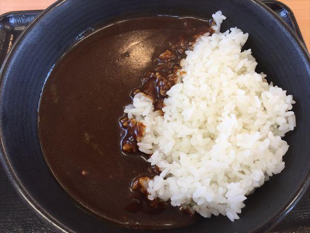 吉野家の「黒カレー」を食べてみた「具無しでスパイシー」【感想・カロリー】