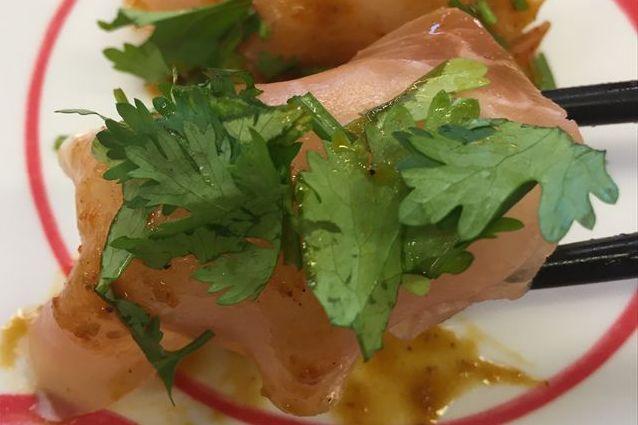 スシローのパクチー寿司「生ハムパクチー・えびパクチー」を食べてみた【感想・カロリー】