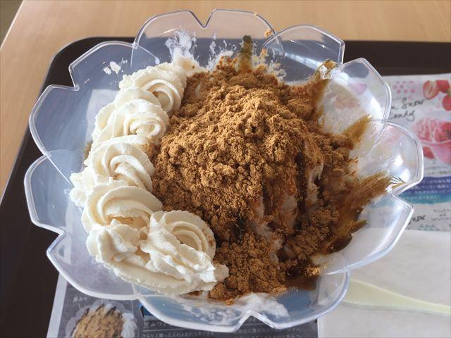 ミスドのかき氷「コットンスノーキャンディ 黒みつきなこ豆乳ホイップ」を食べてみた【感想・カロリー】