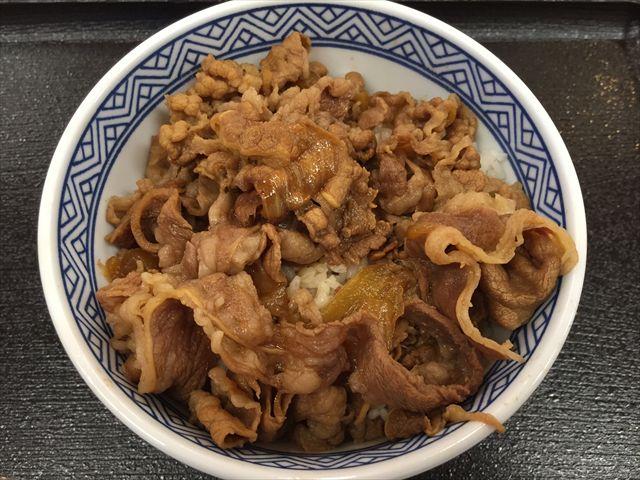 吉野家のサラシア牛丼を食べてみた「普通の牛丼と同じ味」【感想・カロリー】