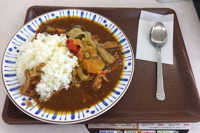 すき家の「彩り野菜のスパイシーチキンカレー」を食べてみた【感想・カロリー】
