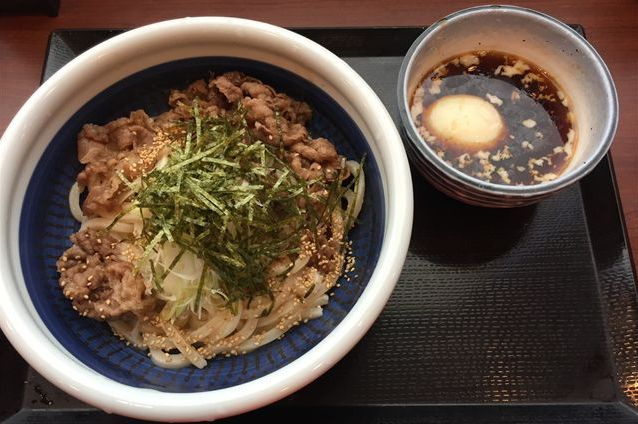 丸亀製麺の「旨辛肉つけうどん」を食べてみた【感想・カロリー】
