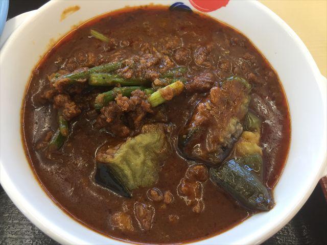 松屋の「粗挽き肉と茄子の麻婆カレー定食」を食べてみた【感想・カロリー】