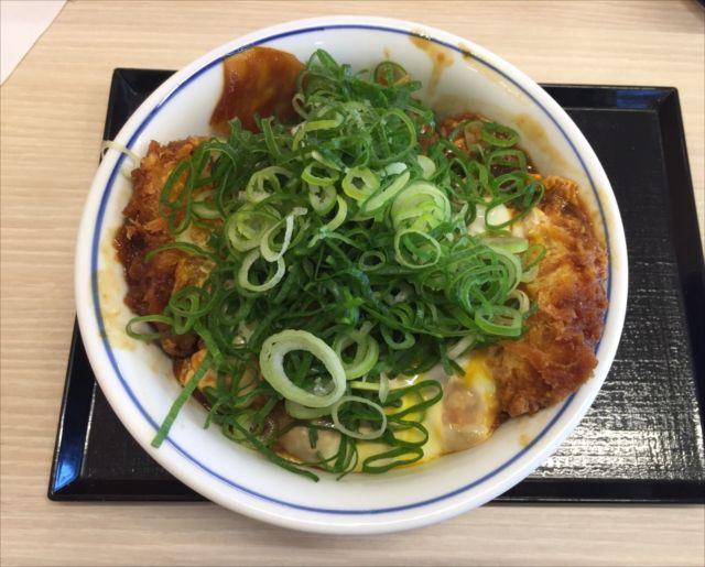 かつやの「青ねぎ味噌カツ丼」を食べてみた【感想・カロリー等】