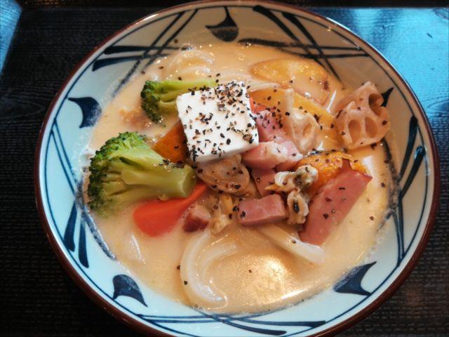 丸亀製麺の「クラムチャウダーうどん」を食べてみた【感想・カロリー】