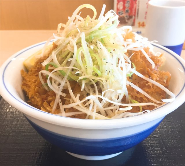 かつやの「ねぎ塩カツ丼」を食べてみた【感想・カロリー等】