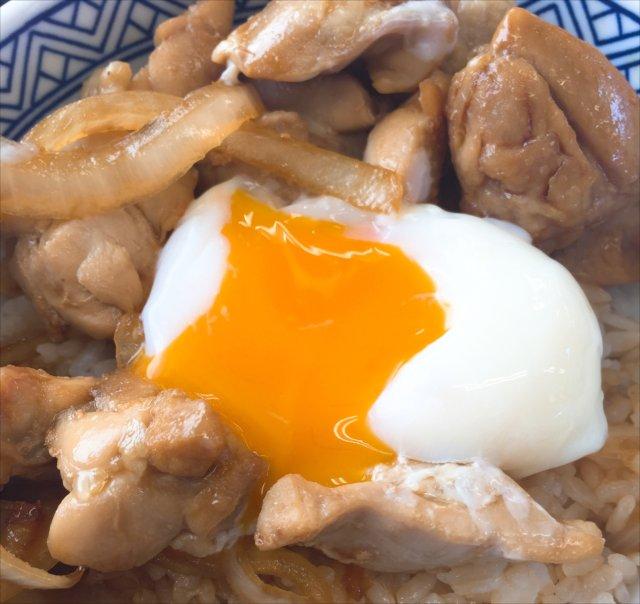 鶏すき丼(吉野家)を食べてみた「鳥肉がたっぷり!」【感想・カロリー】