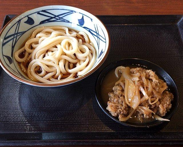 丸亀製麺の「牛山盛りうどん」を食べてみた【感想・カロリー】