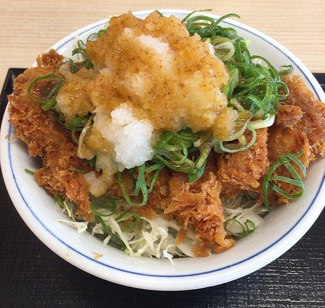 かつやの「ピリ辛ゆず胡椒のおろしチキンカツ丼」食べてみた【感想・カロリー】