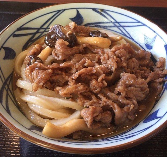 丸亀製麺の「牛肉ひらたけしぐれ煮ぶっかけ」を食べてみた【感想・カロリー】