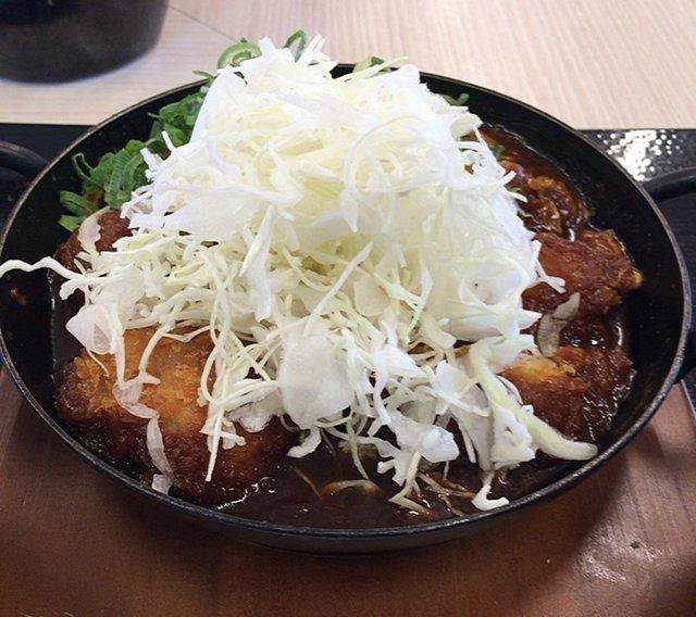 かつやの「鶏つくね味噌カツ鍋定食」を食べてみた【感想・カロリー等】