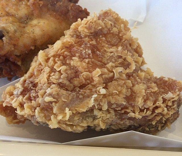 ケンタッキーの「辛口ハニーチキン」を食べてみた【感想・カロリー】