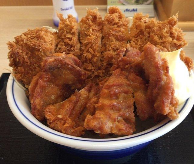 かつやの「チキンカツとから揚げの合い盛り丼」を食べてみた【感想・カロリー】