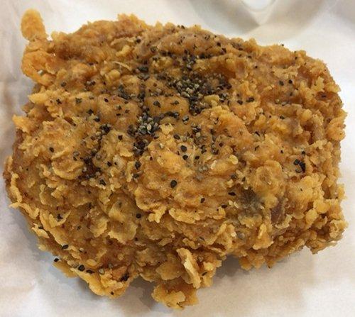 ケンタッキーの「ブラックホットチキン」を食べてみた【感想・カロリー】